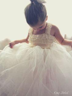 PRE-ORDER Queen Anne's Lace Tulle Flower Girl Dress par KingSoleil