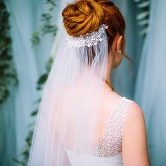 Brautschleier mit Spitze in Ivory, mit offenen Kanten und Spitzenapplikation.  Auf Etsy. Wedding Hair And Makeup, Hair Makeup, Marry Me, Wedding Engagement, Wedding Hairstyles, Flower Girl Dresses, Dreadlocks, Wedding Dresses, Hair Styles