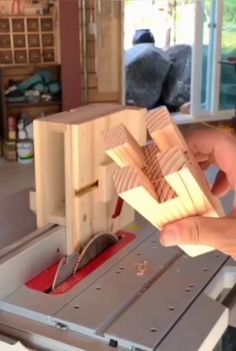 Woodworking Tools For Sale, Learn Woodworking, Woodworking Skills, Easy Woodworking Projects, Woodworking Techniques, Woodworking Plans, Diy Wooden Projects, Wooden Diy, Wood Crafts
