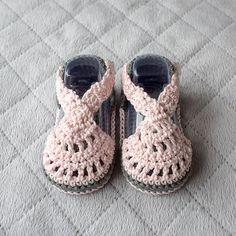 """Sandalias de bebé bebé niña sandalias zapatos por DaisyNeedleWorks """"Crochet Baby sandals baby girl sandals baby by DaisyNeedleWorks"""", """" I have a shoe th Baby Girl Sandals, Girls Sandals, Baby Girl Shoes, Baby Booties, Girls Shoes, Crochet Baby Boots, Crochet Baby Sandals, Crochet Shoes, Crochet Slippers"""