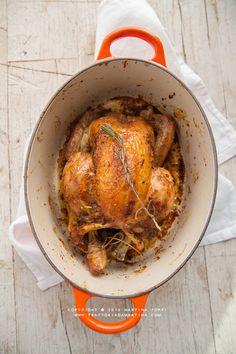 """Pollo arrosto perfetto in poche mosse - Ricetta tratta dal blog di @smartyns :""""www.trattoriadamartina.com/"""" - Casseruola ovale in ghisa smaltata colore arancio @LeCreusetItalia #food #cucina #ricette"""