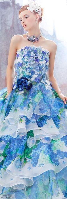 サマーウエディングに似合うカラードレス