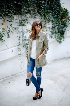 O Militar está de volta! Uma das principais Tendências para o Outono/ inverno, o verde militar é uma ótima opção para modernizar os looks de Inverno! COMO USAR: Você pode usar uma jaqueta militar, casacos, blazer, saias, calças e blusas com a cor! O look pode ser inteiro militar, com jeans ou com cores como …