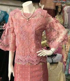 Modern Filipiniana Dress, Kebaya Modern Dress, Kebaya Hijab, Kebaya Dress, Blouse Batik, Batik Dress, Traditional Gowns, Traditional Fashion, Batik Fashion