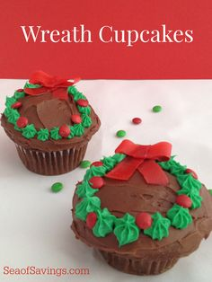 These adorable Christmas Tree cupcakes are SUPER simple to do so even a beginner like me can make something that looks absolutely amazing!  What I love most about these is that they are so fun for the kids to make and eat!