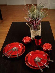 Red and tartan tableware www.hepihome.eu/en