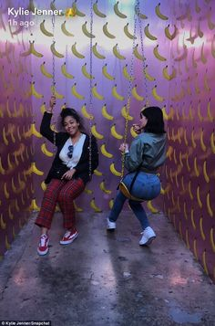 Kylie Jenner was enjoying a day out with her best pal Jordyn Woods at the Museum Of Ice Cream in Los Angeles, larking about together on Sunday afternoon. Kylie Jenner Snapchat, Kyle Jenner, Kendall And Kylie Jenner, Cute Swag Outfits, Cute Summer Outfits, Kardashian Style, Kardashian Jenner, Trajes Kylie Jenner, Ft Tumblr