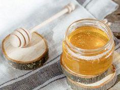 Costuma sofrer frequentemente de alergias sazonais? Nutrition, Garlic, Honey, Food, Portugal, Lemon Essential Oils, Homemade Perfume, Rose Water, Allergies