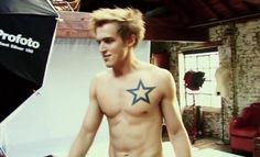 I really want a small star like Tom's on my foot becuase him and McFly got me through the hardest part of my life <3