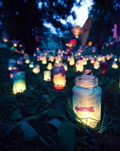 Mason jars and glow sticks. Snap the glow sticks so they glow, then cut them and pour the liquid in the mason jar. You can put flower petals in the jar for added effect, such as white rose petals to soak up the liquid. Mason Jars, Mason Jar Lanterns, Mason Jar Crafts, Candle Jars, Fairy Lanterns, Garden Lanterns, Glass Lanterns, Candle Holders, Tangled Lanterns