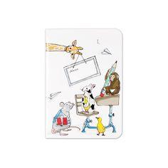 Wenn Dein Kind die Welt der Buntstifte und des Malens für sich entdeckt, ist es praktisch, stets ein Notizbuch zur Hand zu haben. Mit kleinen Kritzeleien oder ersten Schreibübungen kannst Du Deinen Liebling leicht bei Laune halten, zum Beispiel in Wartezimmern oder auf Reisen. Das bunte Heft mit den niedlichen Tier-Motiven von krima&isa hat 64 karierte Seiten und eignet sich auch wunderbar als farbenfrohes Matheheft. Du findest das hübsche Notizheft in vielen verschiedenen Farben und Mustern…