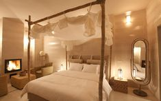 GORGEOUS bedpost/canopy with mosquito net