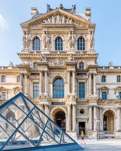 The Louvre museum and glass pyramid in Paris, France. Places to visit and see on your vacation trip to Paris. Paris bucket list things to do. Paris France, Paris 1900, Paris Paris, Jardin Des Tuileries, Louvre Paris, Montmartre Paris, Neoclassical Architecture, French Castles, Beautiful Paris