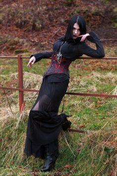 Fabulous! Now THIS is Goth! Nicolette McKeown velesphotos:                                                                                                                                                                                 More