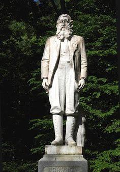 Famous Devil Anse Hatfield Cemetery   Hatfield/McCoy fight WV