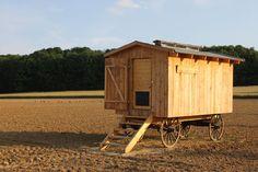 Mobiler Hühnerstall: Vorteile der Unterbringung auf vier Rädern