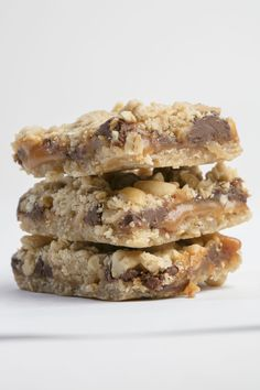 Recipe: Chewy Caramel Bars Holiday Cookie Recipes, Holiday Cookies, Caramel Recipes, Bar Recipes, Caramel Bars, Family Meals, Baked Goods, Entrees, Sweet Tooth
