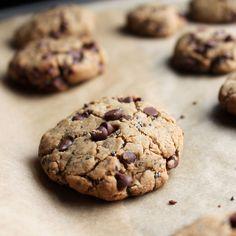 Super Healthy Cookies- 12 grams of protein per serving Healthy Chocolate Chip Cookies, Healthy Cookies, Healthy Sweets, Vegan Sweets, Healthy Snacks, Healthy Baking, Chocolate Chips, Healthy Life, Super Cookies
