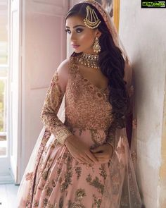 Amy Jackson cleavage queen of Bollywood and tollywood with her curvy body show. Hot and sexy Indian actress very cute beautiful seducing tem. Asian Bridal Dresses, Desi Wedding Dresses, Asian Wedding Dress, Disney Wedding Dresses, Bridal Outfits, Indian Dresses, Amy Jackson, Bridal Looks, Bridal Style