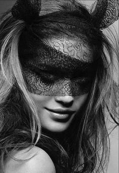 lace mask - via ZsaZsa Bellagio