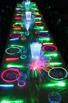 Bright Ideas For A Neon Glow In The Dark Party! -Perfect for Kenna's birthday glow party next year Party Fiesta, Festa Party, I Party, Party Time, Ideas Party, Fun Ideas, Kids Disco Party, Glow Party Food, Glow Party Decorations