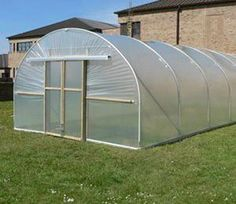 The 12ft (3.66m) wide Polytunnel with 3ft 3in (0.99m) high straight sides and an overall height of 7ft 7in (2.31m) provides good air circulation and ample growing space for the seasoned gardener.