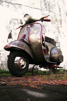 front of cruelty par xrizqy sucksx Moto Vespa, Vespa Motorcycle, Vespa 150, Piaggio Vespa, Lambretta Scooter, Vespa Scooters, Tricycle, Vespa Vintage, Vintage Italy