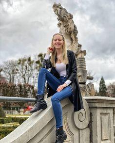 Der Mirabellgarten vor dem Schloss Mirabell in Salzburg ist absolut traumhaft. Besonders im Sommer eignet er sich perfekt für gemütliche Spaziergänge. Salzburg, Game Of Thrones Characters, Summer, Nice Asses