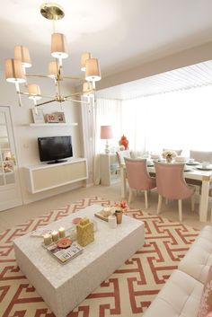 'MotherPearl' Living room for the Tv show *** Sala em Madre Pérola - Qu. Decor, Living Room, Room, Home Living Room, Home, House Styles, Pink Dining Rooms, Guest Room Office, Home And Living