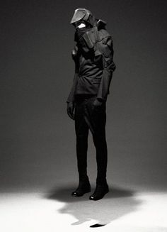 Aitor Throup. Structural Forms. Tailored Details.