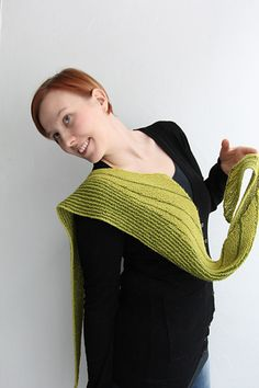 The Arch Bridge Kerchief is slightly curved triangular scarf/shawlette started from the longest (upper) edge and worked with short rows thereafter. Choose any yarn from fingering to worsted according your taste - the yarn and needle choices naturally affect the final size and yardage of the scarf/shawlette.