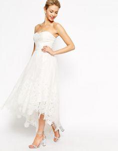 Imagen 4 Vestido de egresadas en color blanco y con largo asimétrico en la falda   HISPABODAS