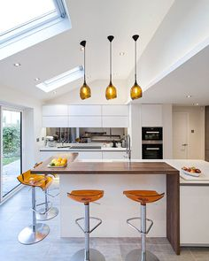 This project is a modern living space designed by Sue Murphy Interior Design based in Harpenden, Hertfordshire. Open Plan Kitchen Dining Living, Barn Kitchen, Kitchen Family Rooms, Living Room Kitchen, Kitchen Decor, Kitchen Ideas, Kitchen Bar Design, Interior Design Kitchen, Cottage Style Bathrooms