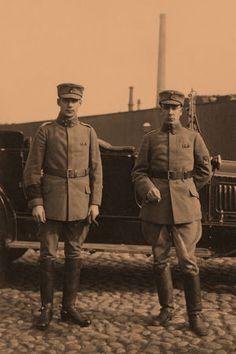 Karjalan rintamaryhmän päällikkö Aarne Sihvo (vas.) ja Esikuntapäällikkö Woldemar Hägglund Helsingissä 1918. Finland, The World, History