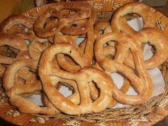 Romanian Food, Romanian Recipes, Football Food, Onion Rings, Biscotti, Feta, Bacon, Rolls, Cooking Recipes