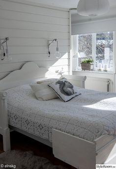 sovrum,säng,kuddar,överkast,virkat Sweet Home, Lounge, Cozy, Bedroom, Interior, Inspiration, Furniture, Tips, Home Decor