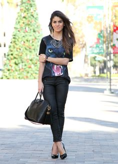 T-Shirt: Forever21 / Calça: Zara / Blazer: Top Shop / Pulseiras: Shopidentify & BCBG / Colar: Pop Up Store / Sapato: Giuseppe Zanotti / Bolsa: Givenchy