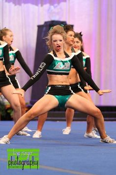 """""""this is why you don't mouth words along to your routine"""" 25 Hilarious Cheerleader Fails That'll Make You LOL So Hard."""