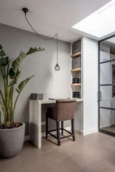 Pay a visit to our world-wide-web site for much more with regard to this wonderful home office boho Small Office Design, Home Office Design, House Design, Small Workspace, Workspace Design, Interior Design Advice, Interior Styling, Home Office Space, Office Interiors