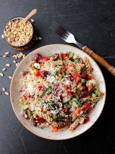 LINDASTUHAUG - det skal vere en opptur med sunn mat! Halloumi, Vinaigrette, Pasta Salad, Pesto, Ethnic Recipes, Food, Crab Pasta Salad, Cold Noodle Salads, Meals