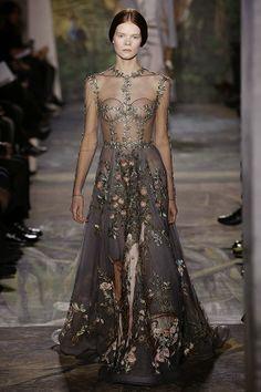 Christian Dior http://cuchurutu.blogspot.com.es/2014/01/desfiles-y-front-row-en-paris-3.html #MovistarFashionTweet http://shortit.es/WjMDcAtwXX