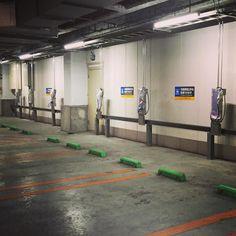 そういえば近所のイトーヨーカドーの駐車場に電気自動車の充電器がかなりの数設置されている もうそんな時代なんだね; #vehicle #car #electricvehicle #carlife #tokyo #japan #parking by trickdesign