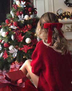christmas photography pe I - Christmas Feeling, Christmas Couple, Noel Christmas, Christmas Pictures, Winter Christmas, Cozy Christmas Outfit, Xmas Pics, Thanksgiving Holiday, Christmas Presents