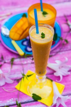 Add ice to two simple ingredients, mango and coconut milk, for a refreshingly light and easy-to-prepare smoothie. #mangosmoothie #smoothierecipes