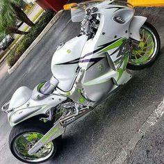 love Motorcycle Paint Jobs, Red Motorcycle, Futuristic Motorcycle, Suzuki Motorcycle, Bike Bmw, Custom Street Bikes, Custom Sport Bikes, Valentino Rossi, Custom Hayabusa