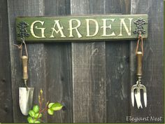 Hand painted DIY Garden s - Garden How to Crafts Diy Garden, Wooden Garden, Garden Tools, Garden Edging, Garden Club, Glass Garden, Garden Crafts, Dream Garden, Garden Beds