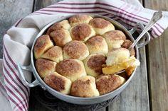 Gâteau brioché pommes cannelle à tomber. Ce délicieux gâteau brioché aux pommes et cannelle est facile à préparer. A servir pour le goûter ou en dessert avec une boule de glace à la vanille.