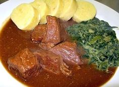 Czech beef on garlic with potato dumplings and spinach - Cuisine of Czechia Healthy Diet Recipes, Cooking Recipes, Czech Recipes, Ethnic Recipes, Food 52, I Foods, Good Food, Food And Drink, Pork