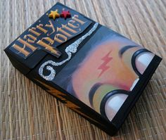 Cigarette box re-done. Hate Harry, but could be cute for small items w/ different theme Recycling Projects, Craft Projects, Cigarette Box Crafts, Harry Potter Baby Clothes, Art O Mat, Easy Crafts, Arts And Crafts, Altered Boxes, Handmade Art