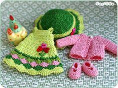 una pequeña flor (_vasilka_) Etiquetas: vestido de la muñeca verde de punto de ganchillo ropa handemade yellowlati jaimeadonis Pukifee